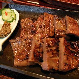 塩みそハーフ牛タン定食(お肉屋さんの牛たん べこ政宗 名掛丁店)