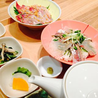 ブリ胡麻茶漬けとアジと鯛の胡麻海鮮丼(まま魚)