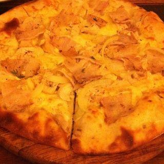 タマネギとキノコのピザ(Coconut House Restaurant)