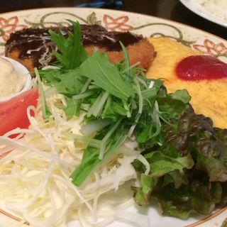 メンチカツ&オムレツ(レストラン 山猫軒 (レストラン・ヤマネコケン))