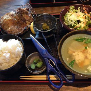 鶏モモ炭火焼定食(佐賀県三瀬村ふもと赤鶏 八重洲店 )