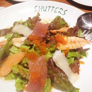 シーフード刺身のサラダ(SHUTTERS 自由が丘)