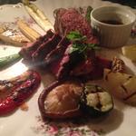 牛ステーキと季節野菜の彩り添え
