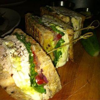Chicken Sandwich(BLT Bar and Grill)