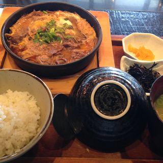 牛すき卵とじ定食(響 新宿サザンタワー店 (ヒビキ))