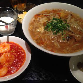 サンラータンメンとエビチリのセット(大香港厨房 )