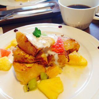 季節のフレンチトースト(カフェ ルクー (Cafe Lequeux))