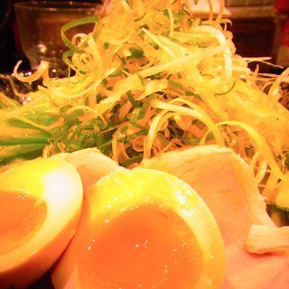 廣島つけ麺半熟玉子のせ(ばくだん屋)