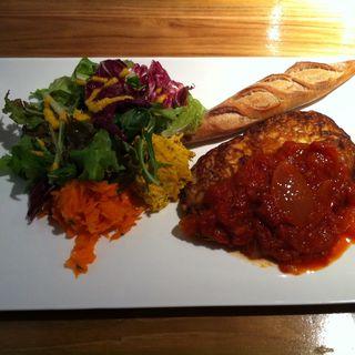 鶏胸肉のトマトピカタソース(レストラトゥール (Restaurateur))