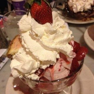 Strawberry ice cream with cheesecake(Serendipity3)