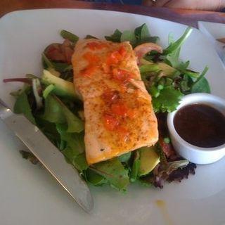 Salmon Salad(OVELIA RESTAURANT)