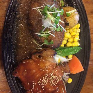 九州産若鶏のチキンステーキとハンバーグのセット(オニオンハンバーグ 上津店 )