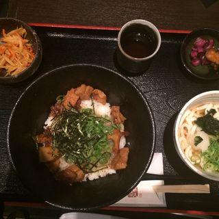 牛ホルモン丼とうどん定食(串蔵 )
