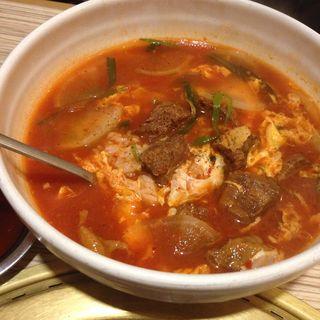 ユッケジャンスープ(焼肉 三水苑 東口店 (サンスイエン))
