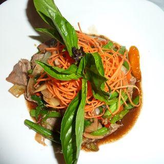 ビーフとバジルのソース炒め(Ruay Thai)