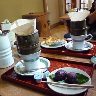 コーヒー(ケーキ又は和菓子つき)(指月庵 (しげつあん))
