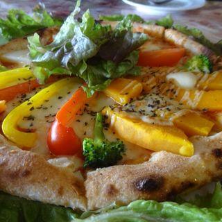 季節の野菜のピザ(ピザリア)