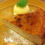 玄米甘酒とバナナのチーズケーキ バニラアイス添え