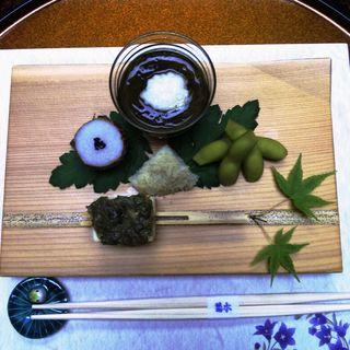 先付け(モズク、枝豆、里芋、薬味がのってる豆腐)(菊水 (きくすい))