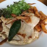 鶏胸肉のソテー ごま風味のタルタルソース