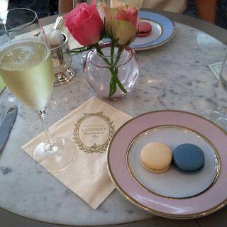 マカロン&シャンパン(Ladurée 銀座店)