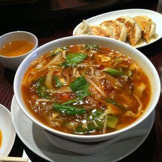 酸辣湯麺(サンコウエンチャイナ・カフェ アンド ダイニング (SANKOUEN CHINA CAFE & DINING))
