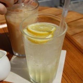 広島産レモンのレモンスカッシュ(Cafe' MUJI 二子玉川 (カフェムジ))