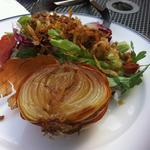 たまねぎの丸揚げサラダ