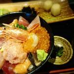 豪快海鮮丼(串遊海鮮かいり)