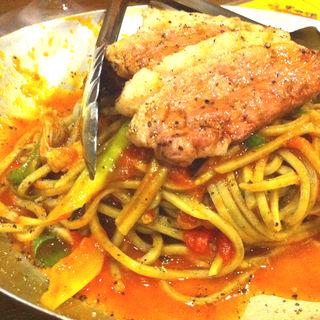 炭焼きパスタ 河内鴨と九条ネギのトマトソース(炭屋キッチン やまや )