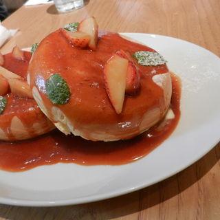 ストロベリーパンケーキ、バターとキャラメルソース(デイビット・マイヤーズ カフェ (DAVID MYERS CAFE))