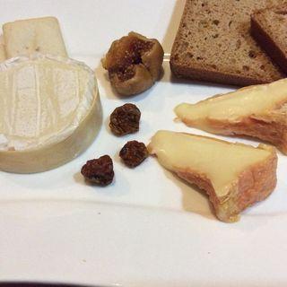 チーズ盛り合わせ(勝どきワイン食堂ミキ )