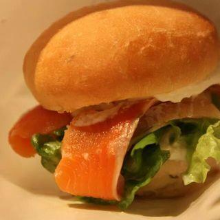 サーモンとリコッタチーズのハンバーガー(AGカフェ (AG cafe))