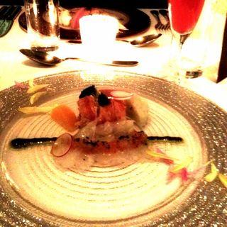 ひらめのカルパッチョとオマール海老キャビアのせ(FURUTOSHI)
