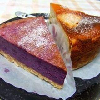 紅芋のタルトとアップルキャラメルチーズケーキ(モノイレ カフェ (monoile cafe))