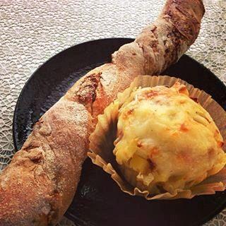 オニオンチーズベーコンロール イチジクとクリームチーズのスティック(モノイレ カフェ (monoile cafe))