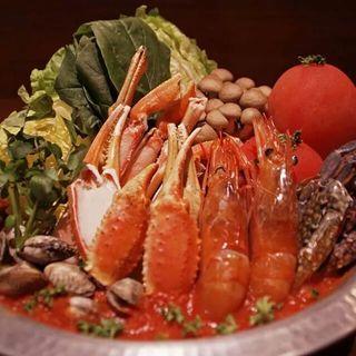 トマトたっぷりブイヤベース鍋(source)
