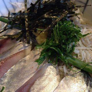 2色丼 しめ鯖と釜揚げしらす(しらすや 腰越漁港前店)