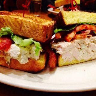 Sandwich chicken BLT(JUNIOR'S RESTAURANT)