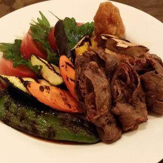 神戸牛ロースの焼きシャブと彩り野菜の炭焼きサラダおろしソース(はしもとや )
