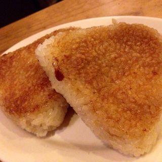 アンチョビチーズ焼きおにぎり(+ebi-ro (エビイロ))