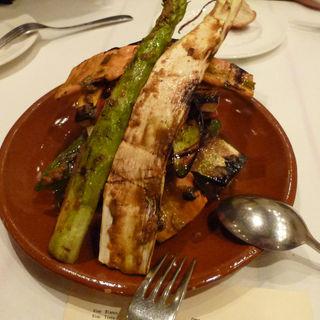 焼き野菜のミルフィーユ、ロメスコソースで(エチョラ (ETXOLA))