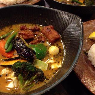 サーモンフライと野菜のスープカレー(lavi)