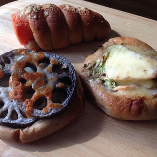レンコン&にんじん&アンチョビキャベツのパン(Canis Minor (キャニス ミノール))