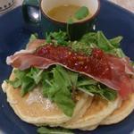 生ハムとモッツァレラチーズのイタリアンハーブパンケーキ(elk 名古屋店 )