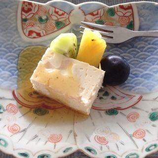 生湯葉のレアチーズケーキ蜂蜜ソース(茶房 わらび野)