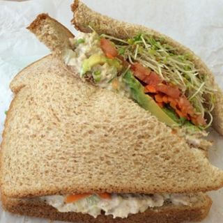 Tuna Avocado Sandwich(Ruffage Natural Foods)