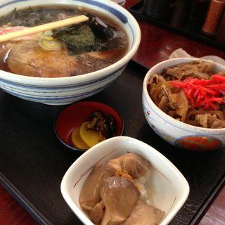 ラーメンと牛丼セット (ドライブイン幸華 (こうか))