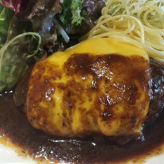 ハンバーグステーキ(チーズトッピング)(JOEGE'S KITCHEN)