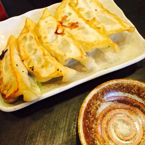 大粒 焼餃子(5個) そこまで大粒な印象はありませんが、ジューシーでおいしいです。
